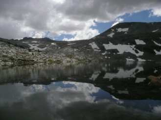 Snowy mountains by a lake in California (Summer 2017)