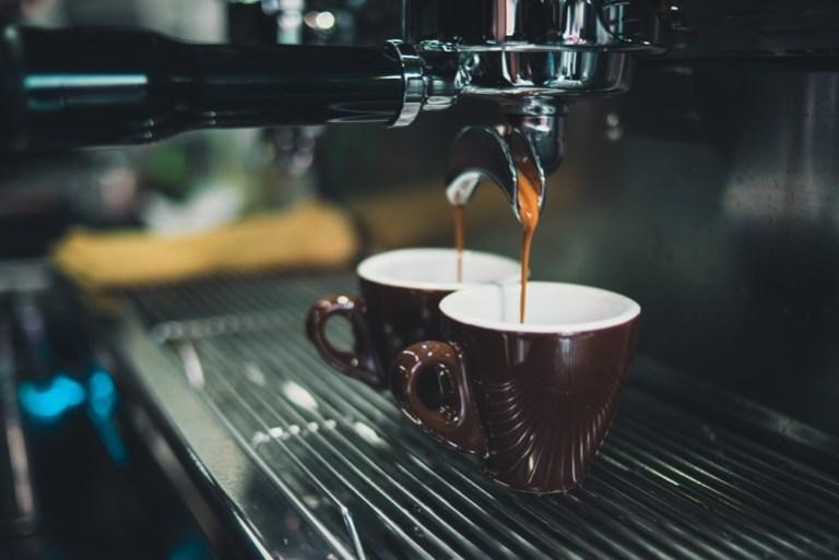 Kaffeemaschine mit Mahlwerk und Thermoskanne-3