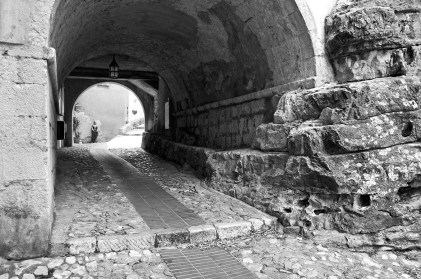 Small tunnel in Eze.