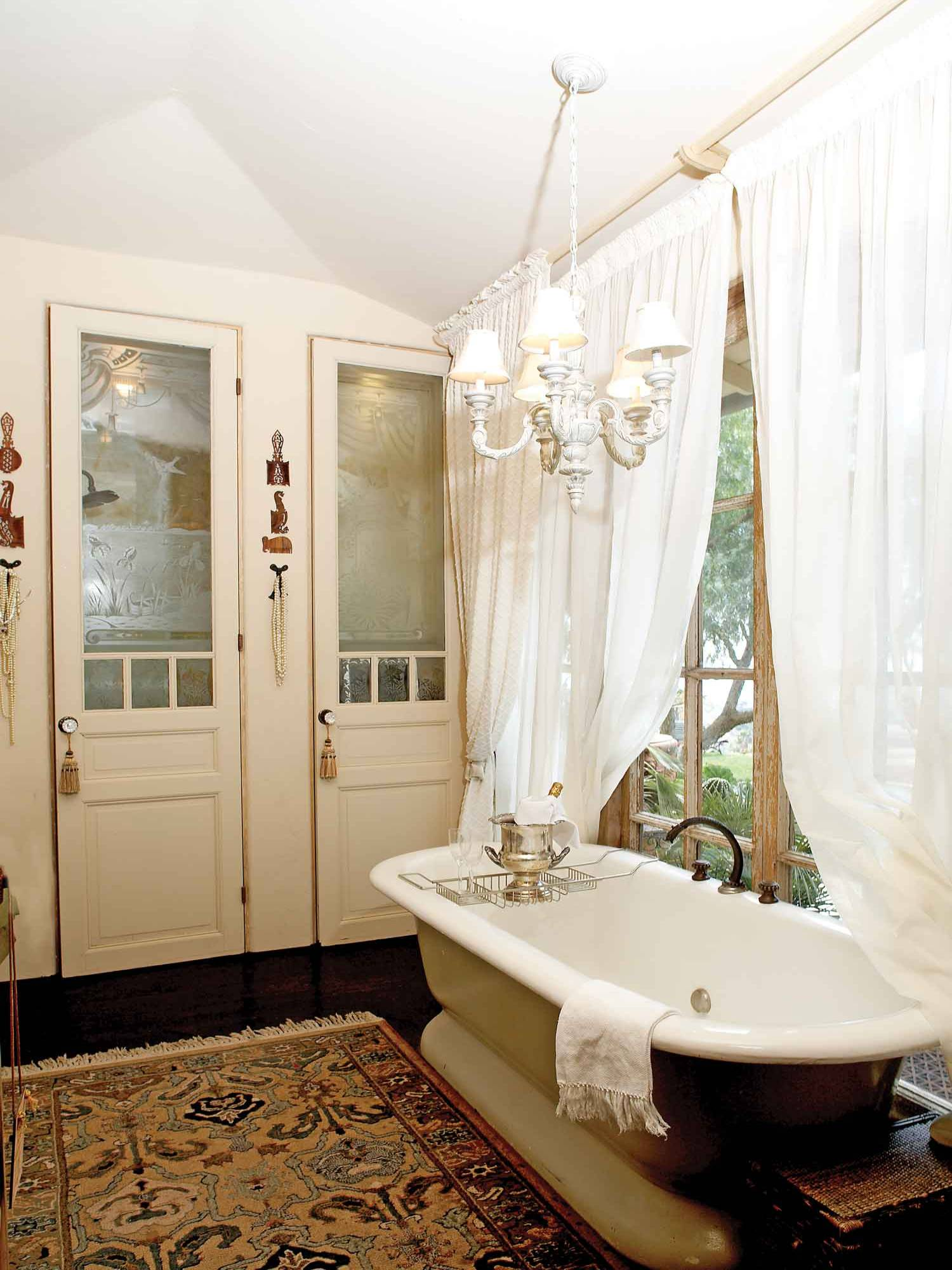 16 Great Vintage Style Bathroom Renovation Examples  Interior Design Inspirations