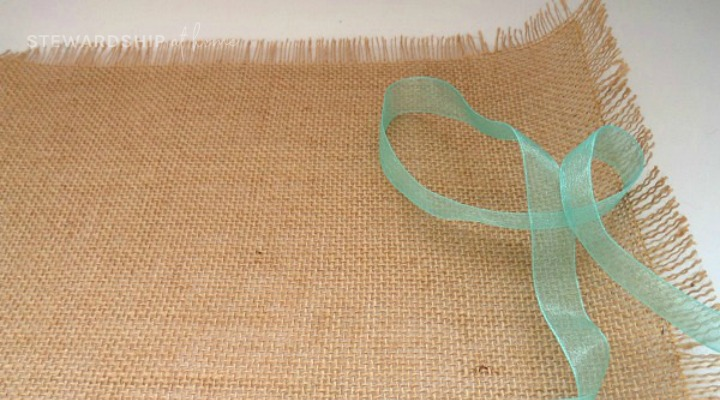 cut ribbon for burlap and ribbon placemat
