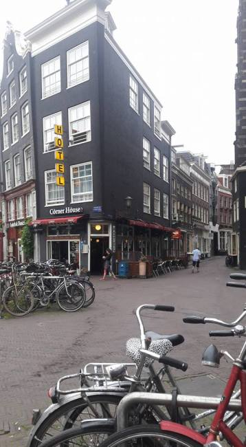 Corner House Hotel Amsterdam Holland amsterdam-hotels-swamped-131