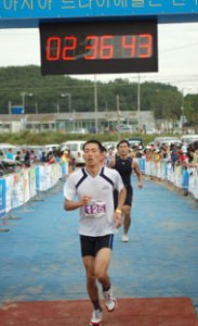 Peter Kim completing international triathlon
