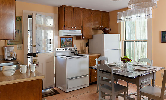 The Cottage's full eat-in kitchen