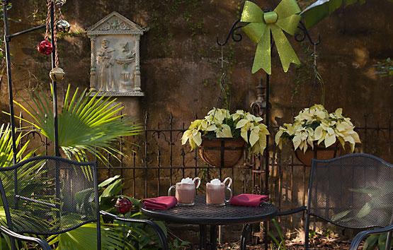Inn Courtyard 555x354px