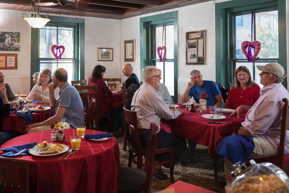 Breakfast Dining Room 1140 x 760