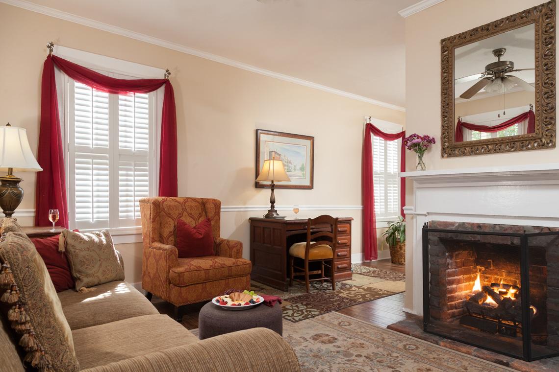 Saffron's Suite Living Room 1140 x 760