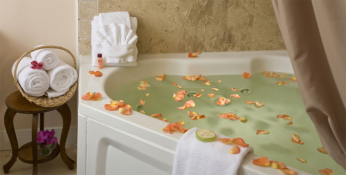 Wilson Suite whirlpool tub