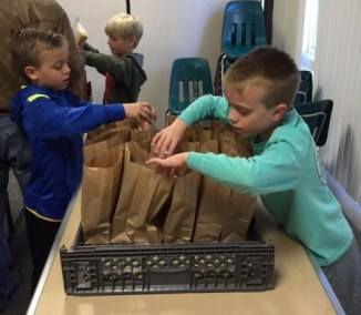 Y Guides Packing Lunches