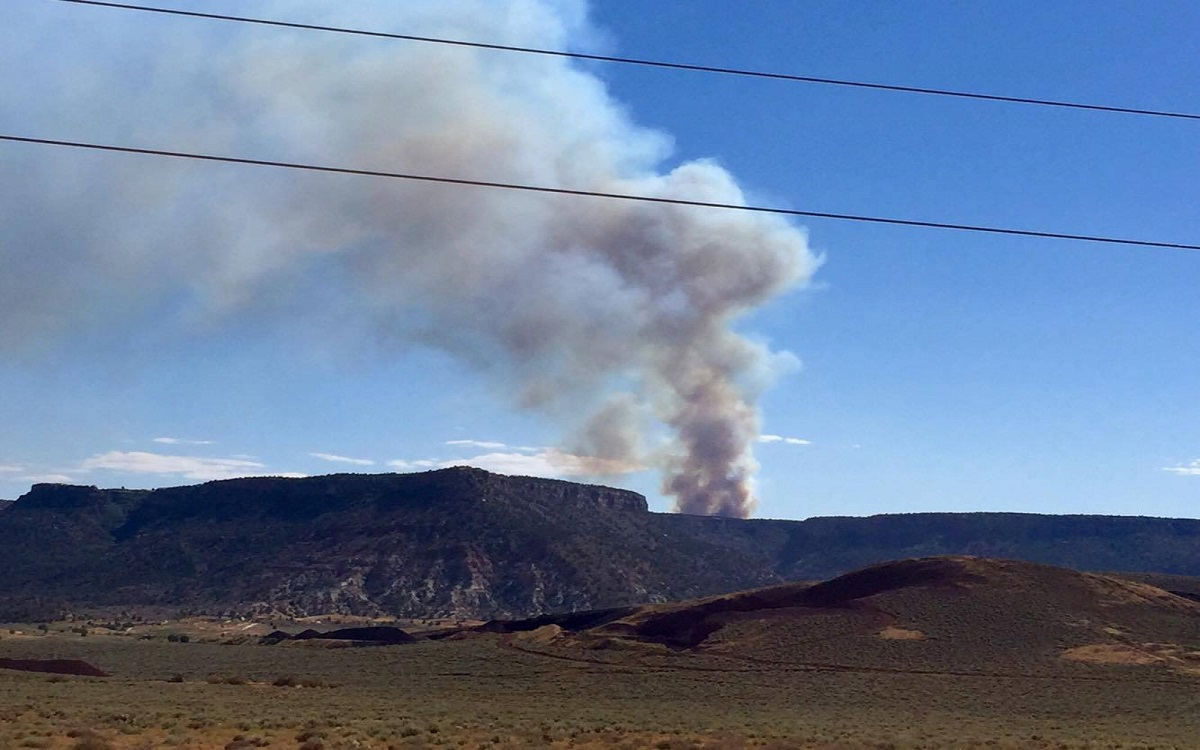 Brush fire near Little Creek Mesa continues to burn into