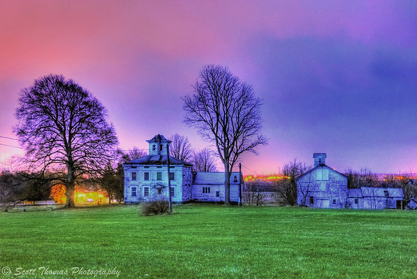 HDR image of an old farm house near Baldwinsville, New York.