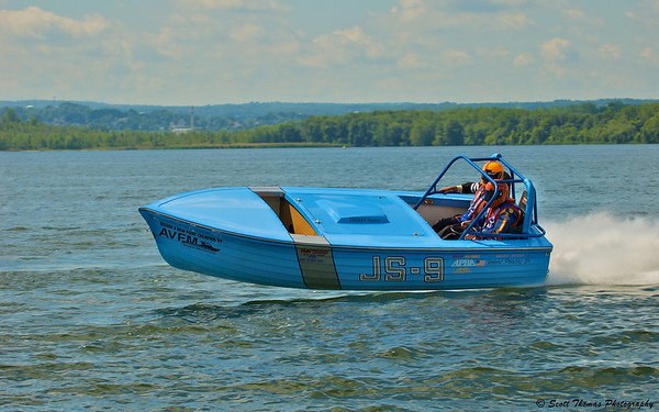 The Jersey Skiff JS-9 cruises by my location in the Official's boat out on the Syracuse Hydrofest race course.