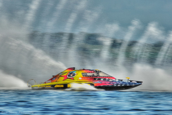 2.5 Liter Stock hydroplane Grafx (CS-6) racing at the HydroBowl on Seneca Lake in Geneva, New York.