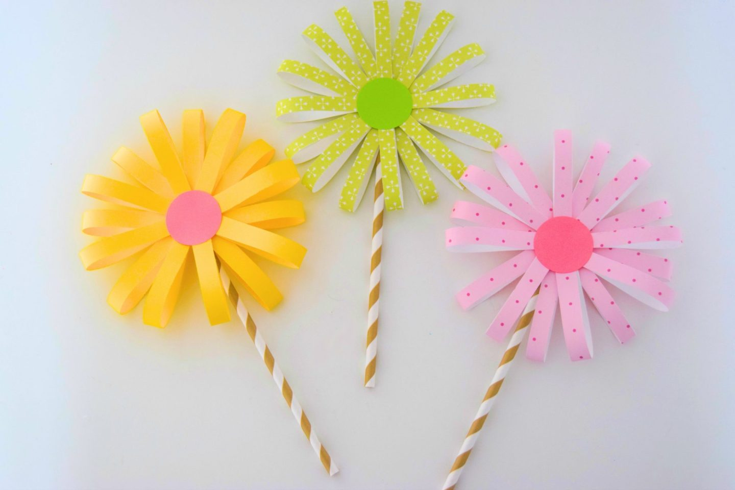 Easy paper flower craft sticky mud and belly laughs diy paper flower craft jeuxipadfo Gallery