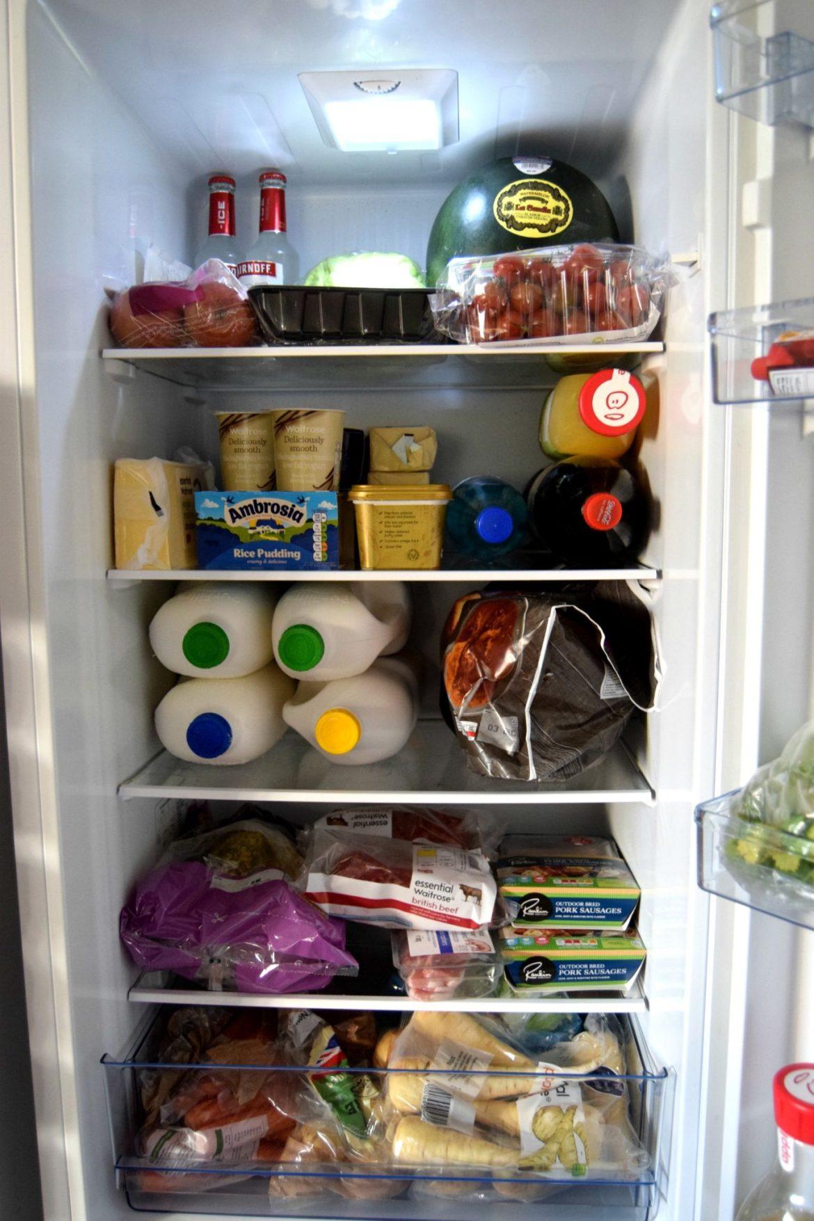 Fridgemaster MC5526470/30 Fridge Freezer shelving