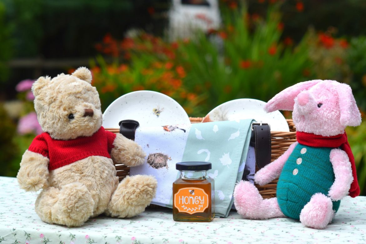 teddy bears picnic. Winnie the pooh and piglet vintage posh paws collectables.