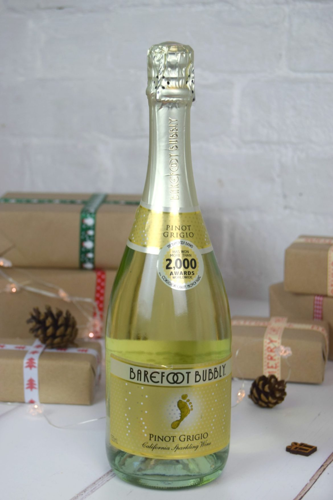 A bottle of Barefoot Bubbly.