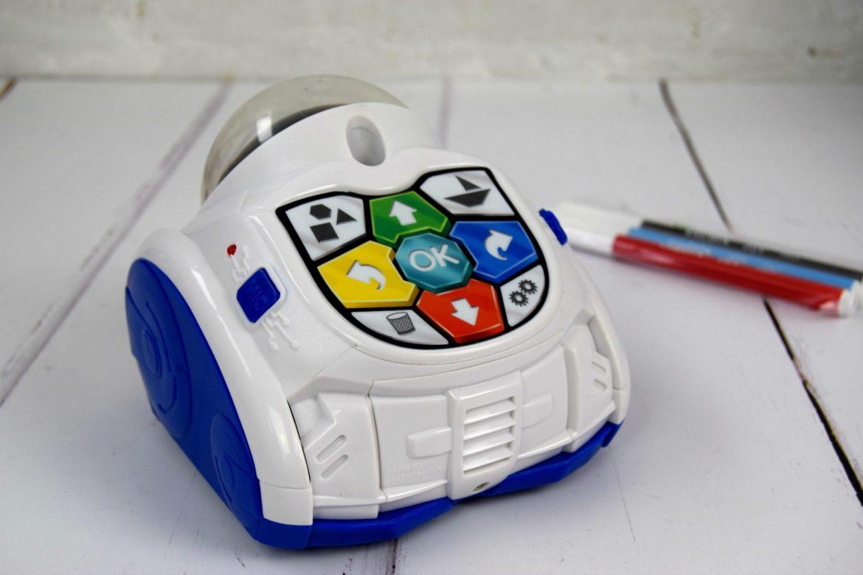 Clementoni Mind Designer Robot and felt tip pens.