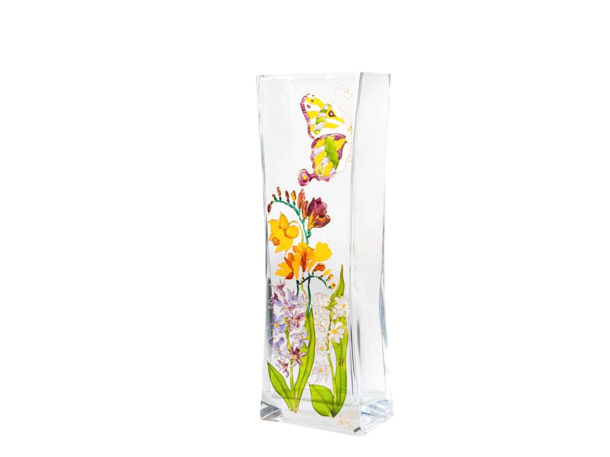 Vaza cu frezii, zambile, narcise si fluturasi