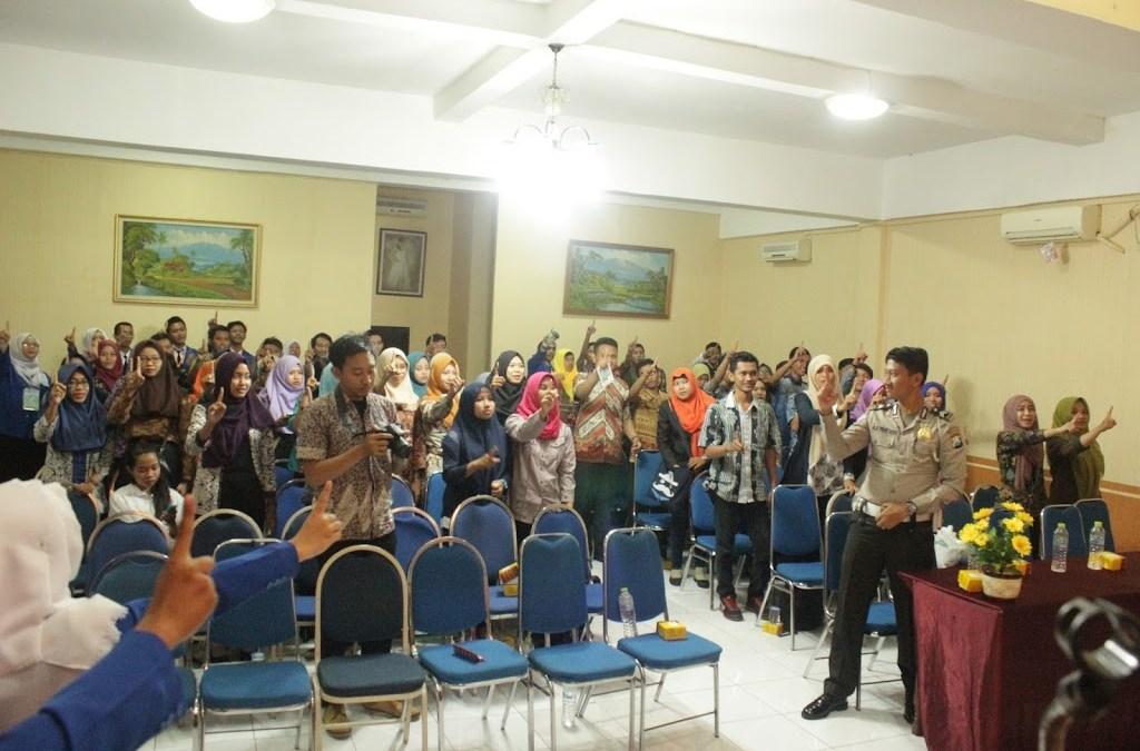"Seminar Safety Riding dengan Tema "" Love, Healt & Respect"" STIE PEMUDA Surabaya"