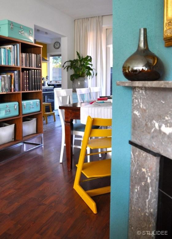 Gele tripp trapp stoel in eetkamer na STIJLIDEE Interieuradvies en Styling