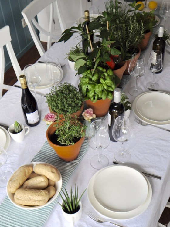 Urban Jungle Bloggers | Table Styling with Green Kitchen Herbs and Plants | Tafelstyling met Groene Keukenkruiden en Planten