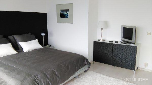 Binnenkijken in  een moderne design slaapkamer met