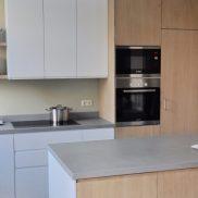 Binnenkijken in ... een moderne keuken in wit, hout en groen in een herenhuis in Utrecht na STIJLIDEE Interieuradvies en Styling