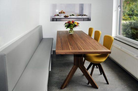 Binnenkijken in een woning met eetkamerbank op maat in for Interieuradvies utrecht