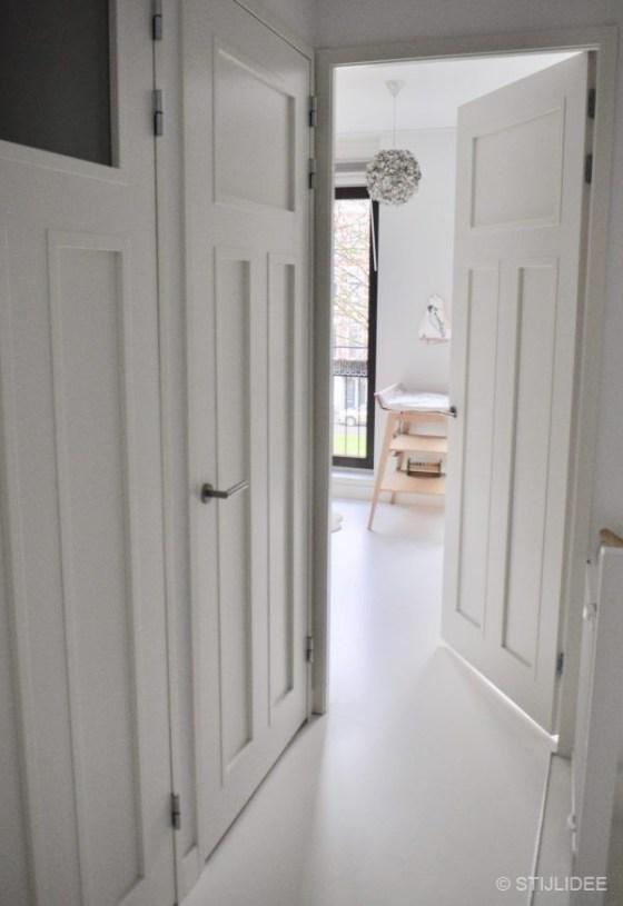 Binnenkijken in een woning in moderne design stijl op het Noordereiland in Rotterdam na STIJLIDEE Interieuradvies en Styling