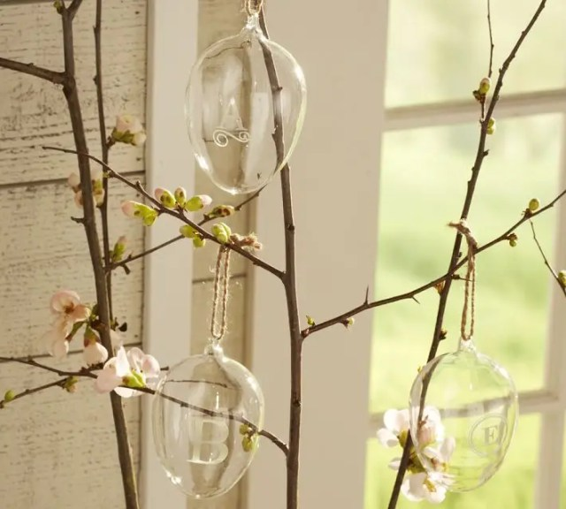 Feest styling | Pasen | Paastafels & Paaseieren zoeken #interieur #wonen #pasen #feestdagen #styling - www.stijlvolstyling.com