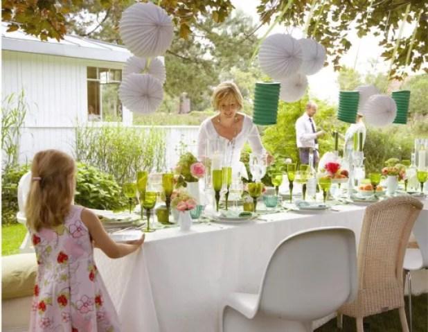 Buitenleven   Feest Styling   Zomers tuinfeest - tuinfeest aankleden in pastel, gedekte tuintafel