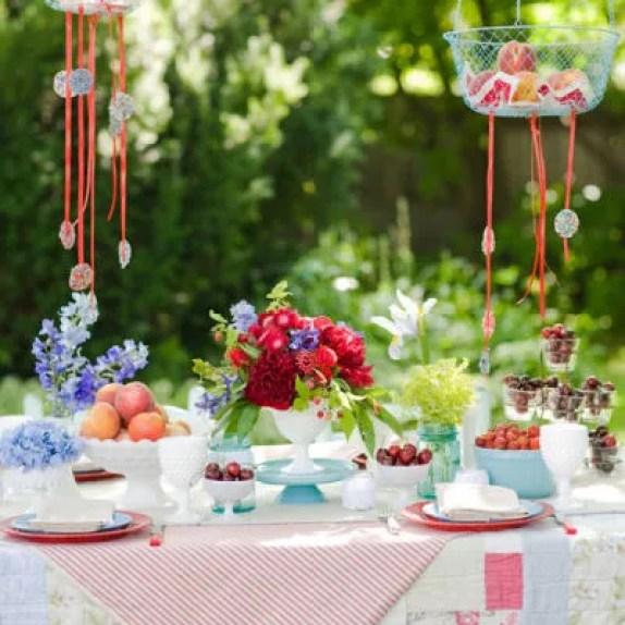 Buitenleven | Feest Styling | Zomers tuinfeest - tuinfeest aankleden in pastel, gedekte tuintafel