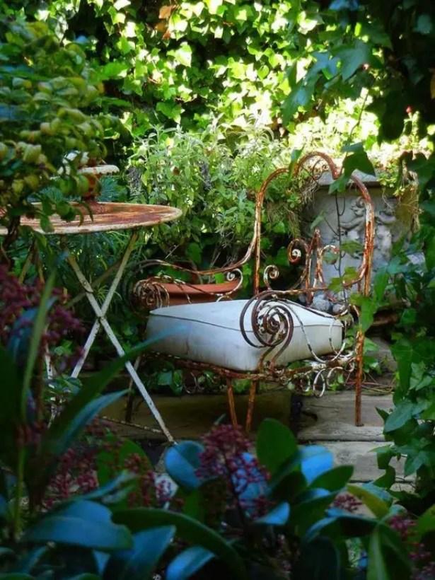 Buitenleven   Tuintrend de Biotope garden, ideale tuin voor natuurliefhebbers #Tuintrends #2014 #outdoor #furniture #green #wild #klimop