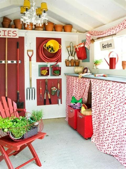 Buitenleven | Tuinhuis op een leuke manier inrichten - www.stijlvolstyling.com #woonblog