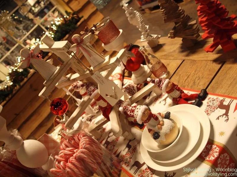 Kerstdecoraties Met Rood : Feestdagen traditionele kerstdecoratie in rood & wit u2022 stijlvol