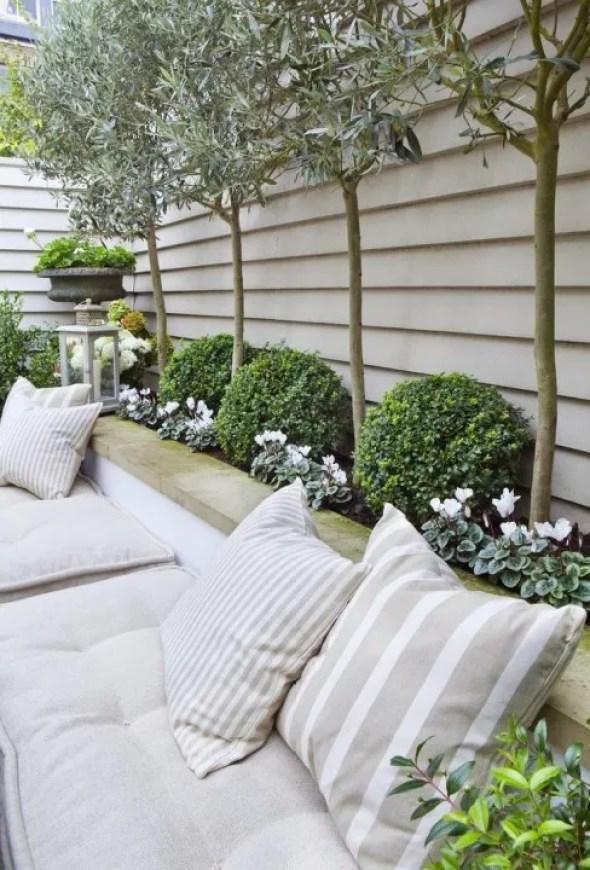 Buitenleven | Buxus = Tuinplant vd maand april - Ibiza garden style - Stijlvol Styling woonblog www.stijlvolstyling.com