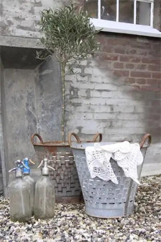 Interieur inspiratie   Decoratie met vintage spuitwaterflessen - Stijlvol Styling woonblog www.stijlvolstyling.com