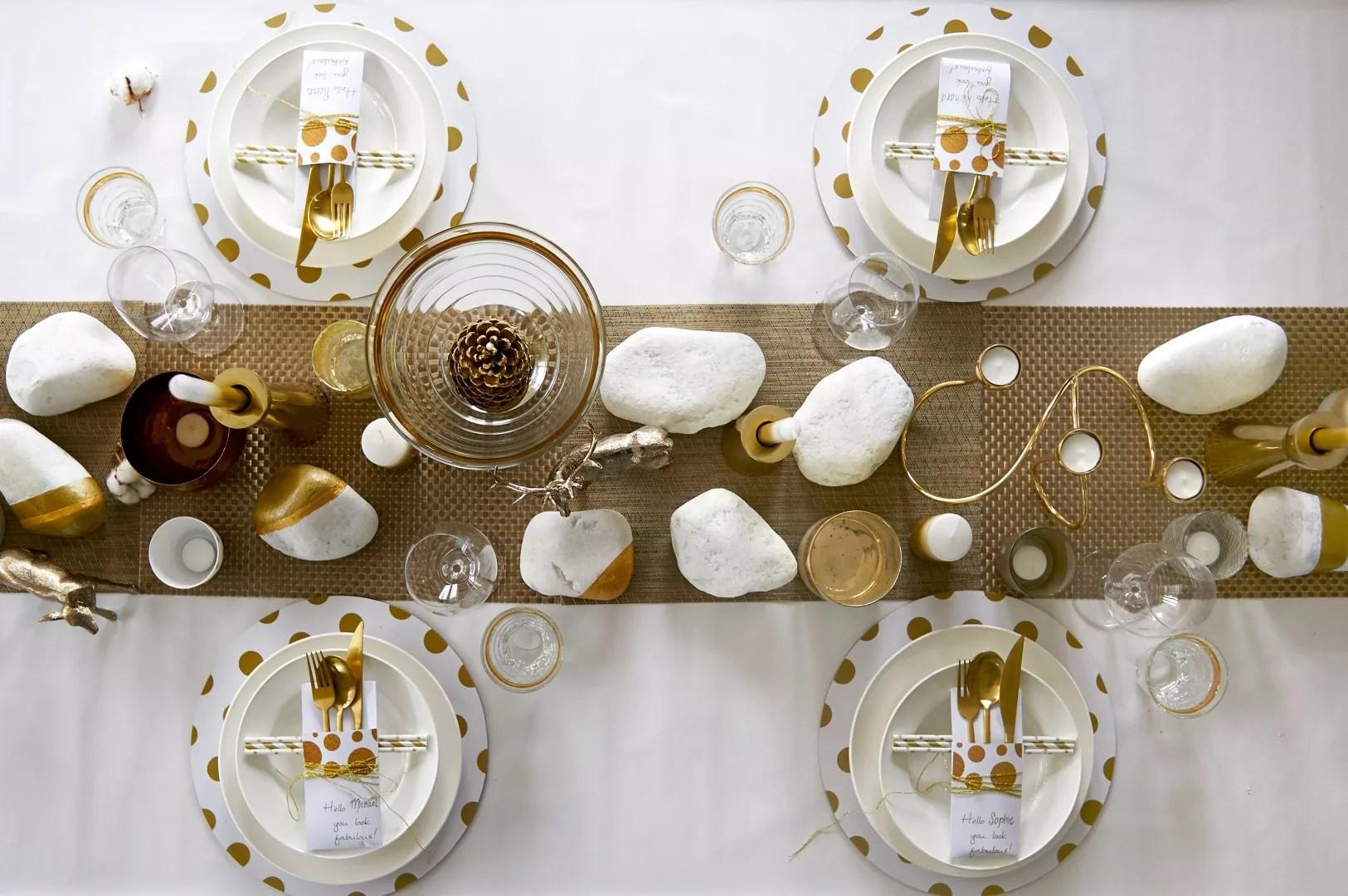 Feestdagen Kersttafel Aankleden : Feestdagen kersttrends feestelijke tafel in goud & wit