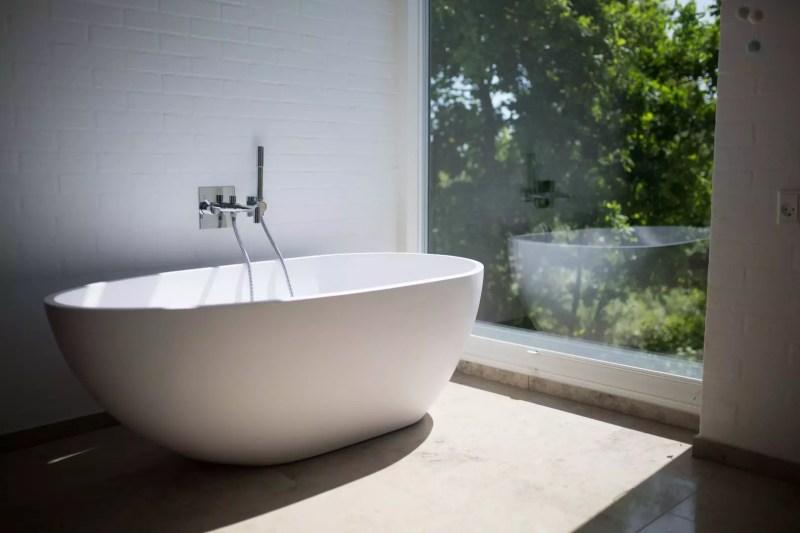 Interieur | Droom badkamer met vrijstaand bad - Woonblog StijlvolStyling.com