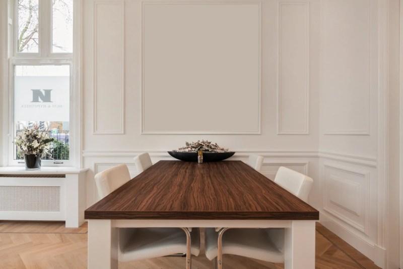 Wandverdeling De Beheermakelaar Interieur | Sierlijsten als wanddecoratie: dé klassieke touch aan jouw interieur! | Foto: Het Schippertje