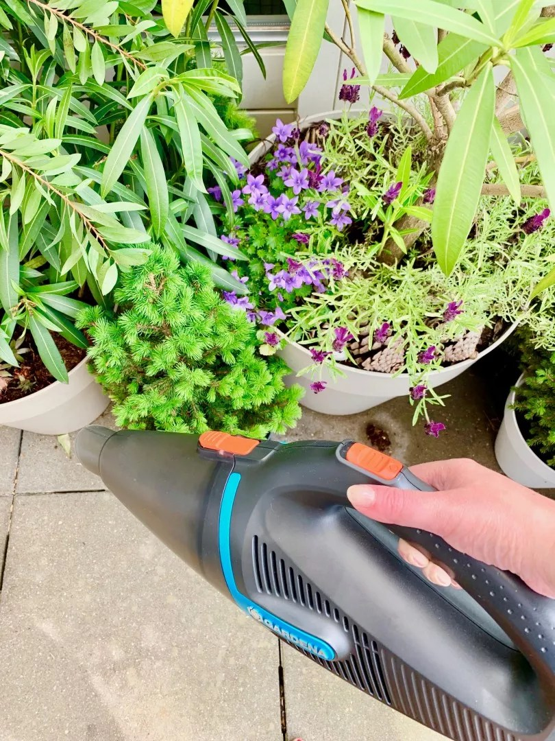 Buitenleven | Super handig! De Gardena EasyClean tuinstofzuiger © StijlvolStyling.com - sbzinterieurdesign.nl 2