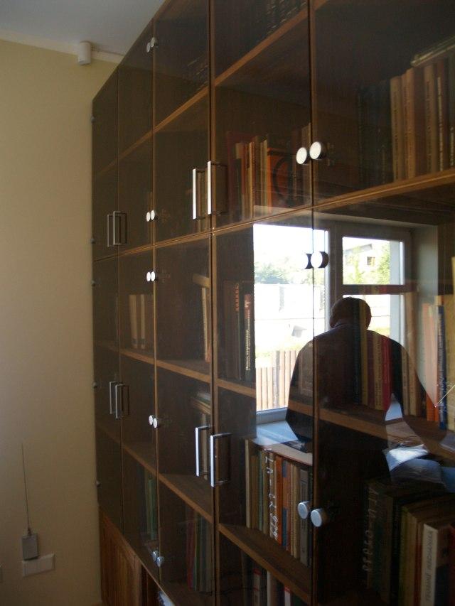 Stiklinės durelės knygų lentynoms