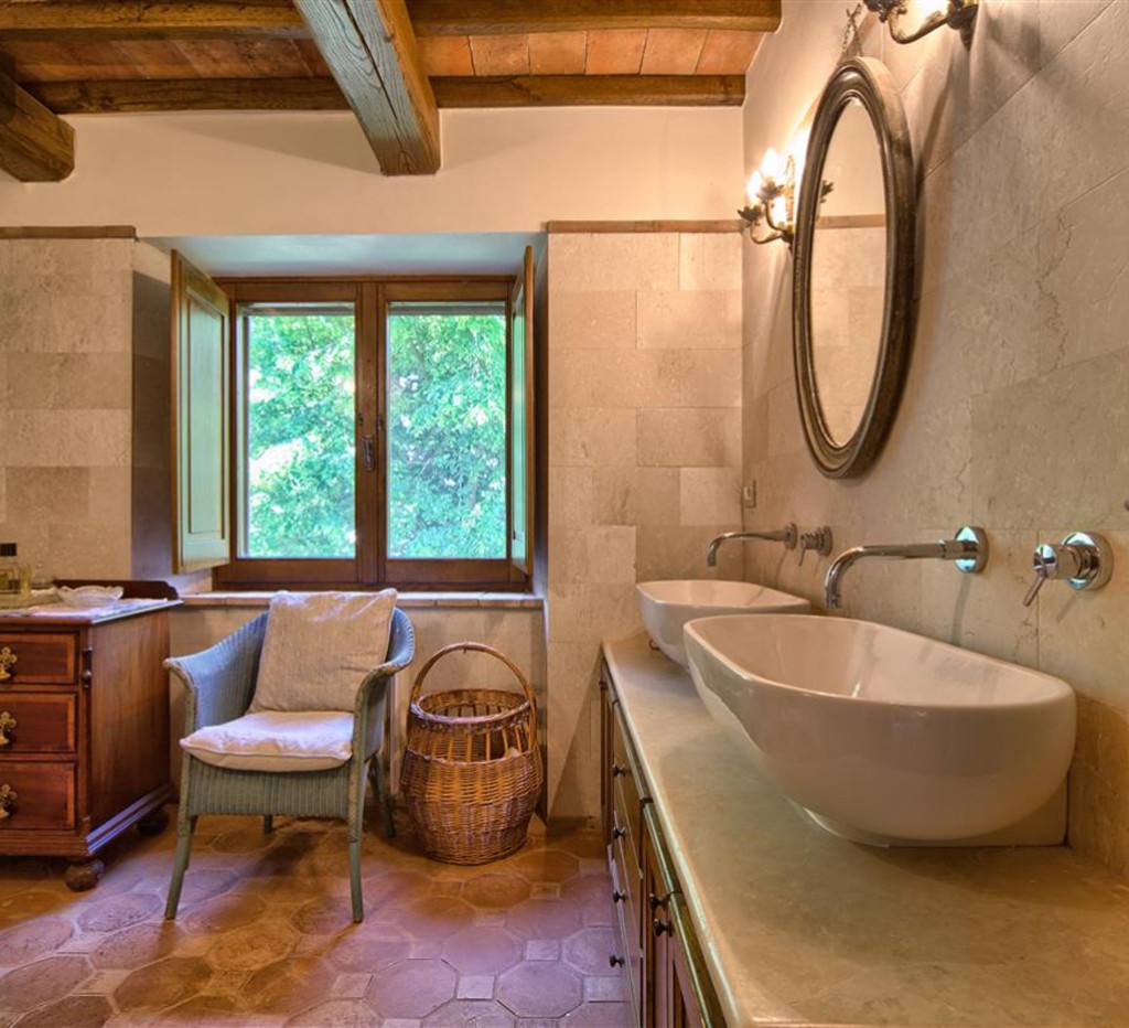 Il bagno in Toscana come arredarlo in un casale tipico  Blog Stile Bagno