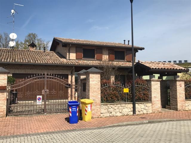 Villa bifamiliare di recente costruzione in zona sud