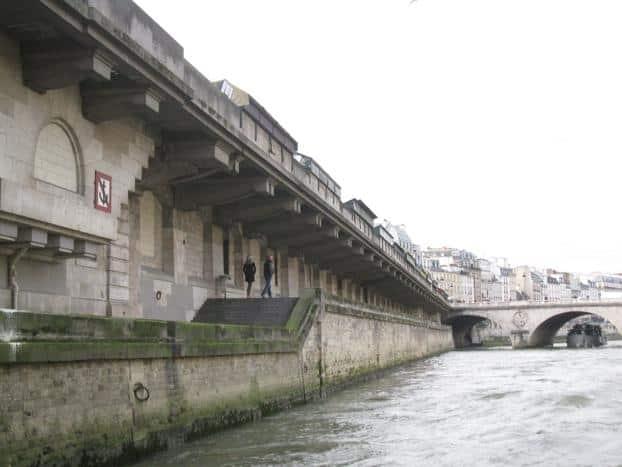 Romantic walk in the Seine banks of Paris