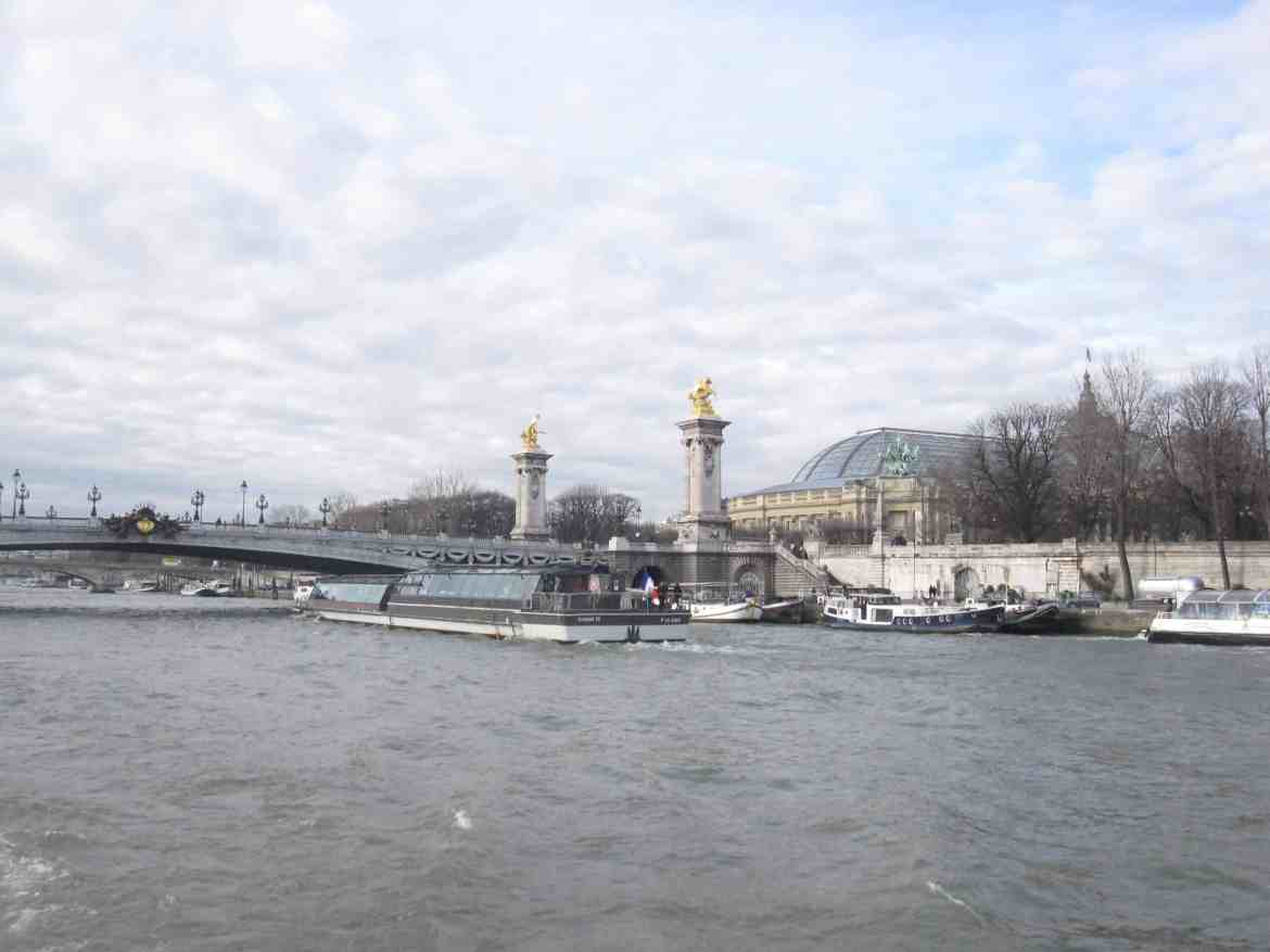 Valentine cruise Paris