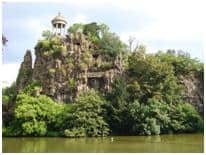 Chaumont park lake - Paris