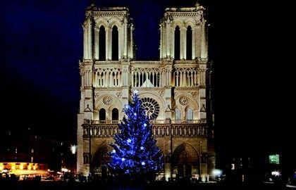 Weihnachtsdekorationen bei Notre Dames de Paris