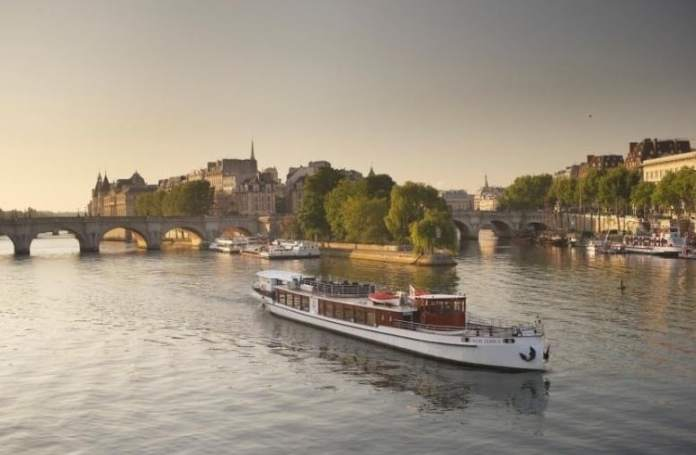 Luxury dinner cruise by Yachts de Paris